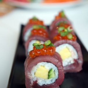 Swimmer's roll (Tuna sushi recipe)